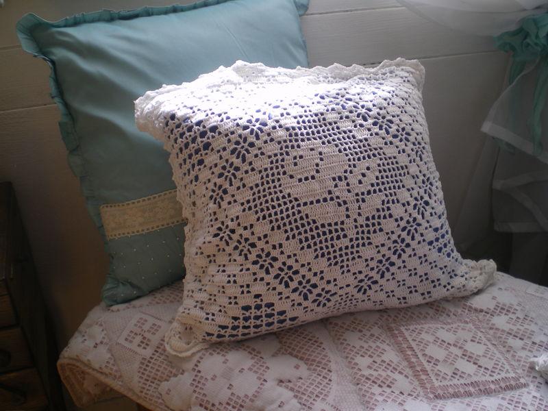 grille au crochet filet. Black Bedroom Furniture Sets. Home Design Ideas
